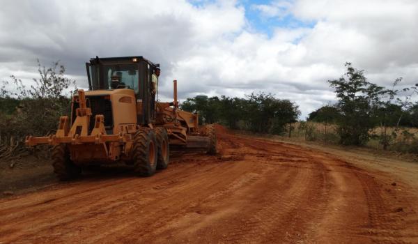 A Prefeitura Municipal de Barro Alto continua trabalhando na recuperação das estradas vicinais